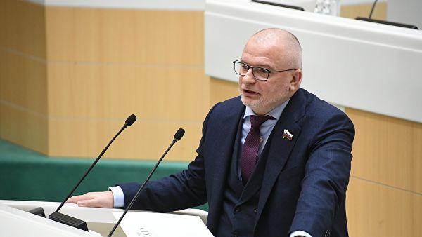 Правительство России одобрило законопроекты о фейковых новостях и неуважении к власти