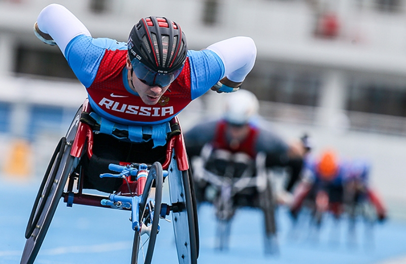 Российским паралимпийцам вернули право выступать под флагом страны