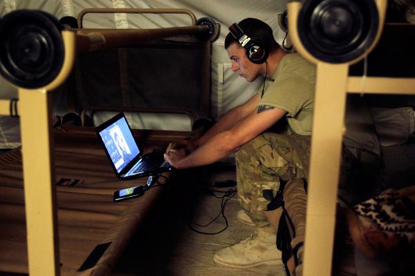 Госдума ужесточила закон о гаджетах в армии