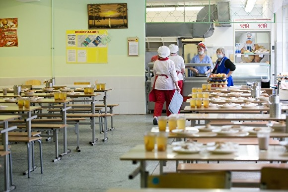В Ульяновске начали проверку после жалоб школьников на еду с червями