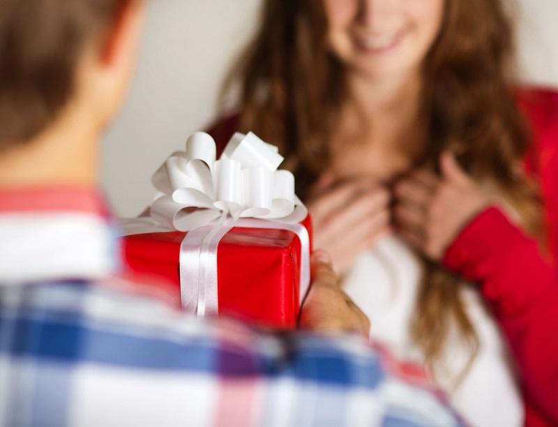 Роспотребнадзор дал советы по выбору сладкого подарка на Новый год