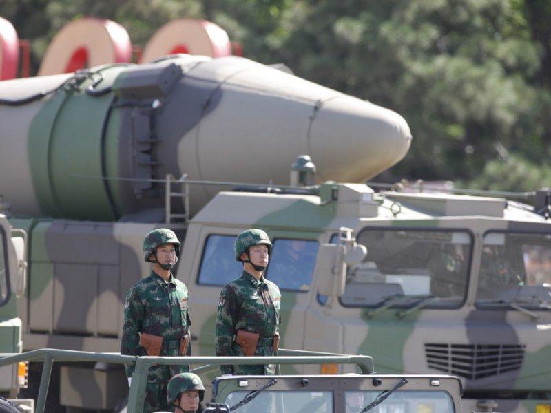 Министр обороны Германии назвал китайские ракеты угрозой для России