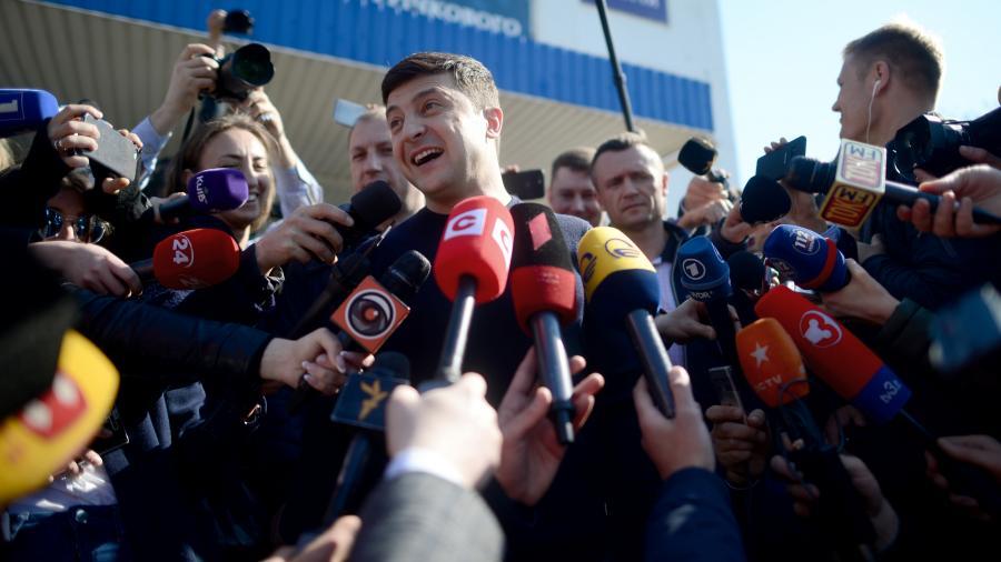 Зеленский лидирует на выборах президента Украины по результатам экзитполов