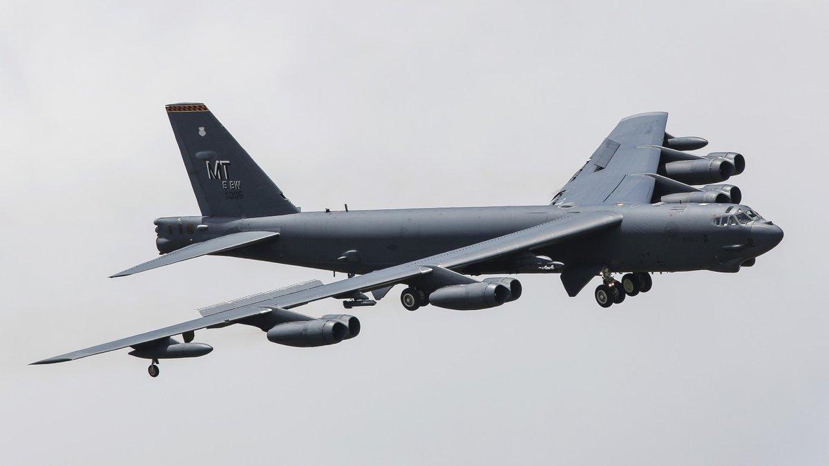 Чем угрожают России B-52 близ границ?