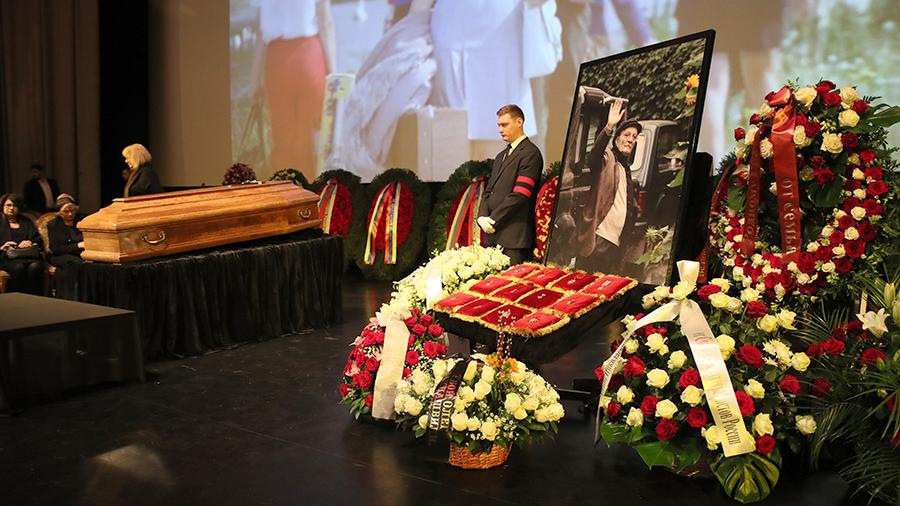 Тысячи москвичей пришли проститься с Георгием Данелией
