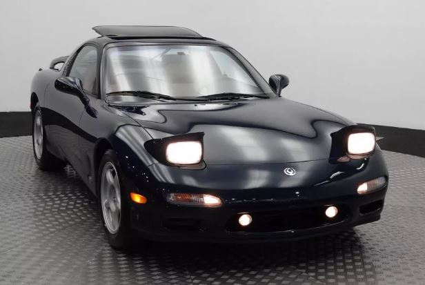 25-летнее купе Mazda RX-7 продали за цену нового Porsche