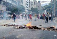 Провокация: в Каракасе люди в гражданской одежде открыли огонь по протестующим