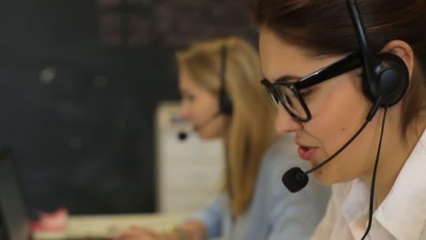 Живой голос: как работают call-центры?