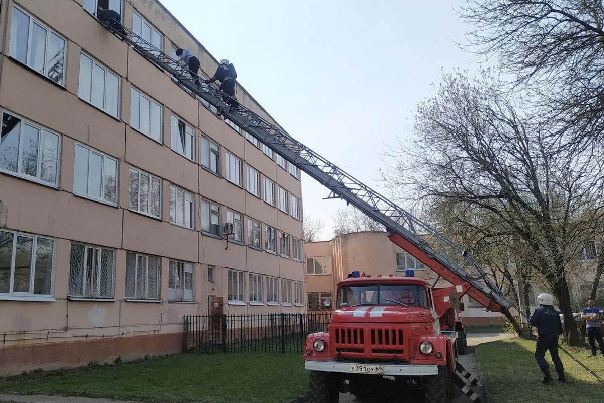 В Твери эвакуировали более 230 учащихся колледжа