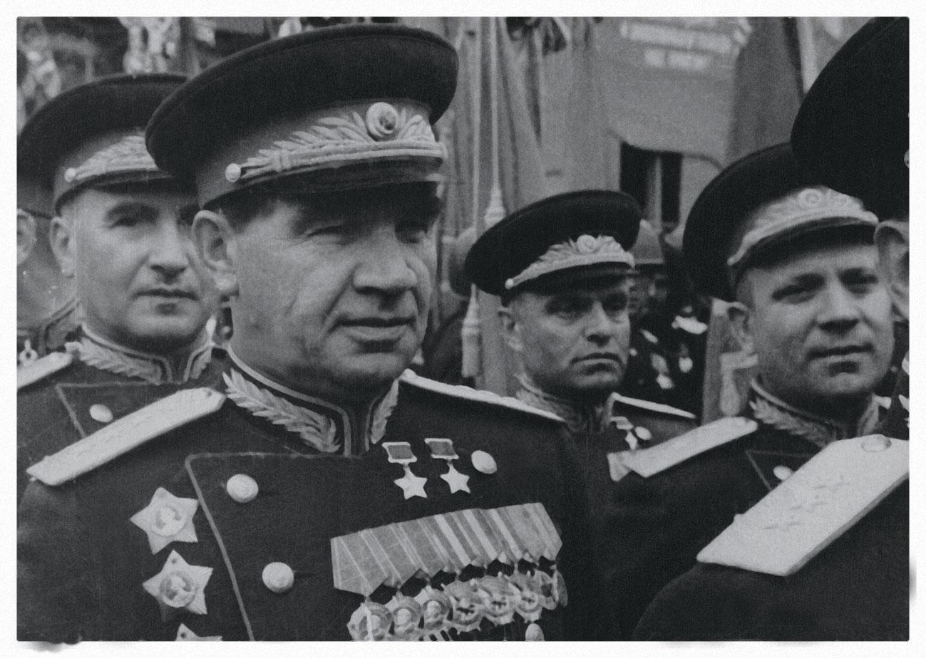 Минобороны показало неизвестные фото полководцев на парадах