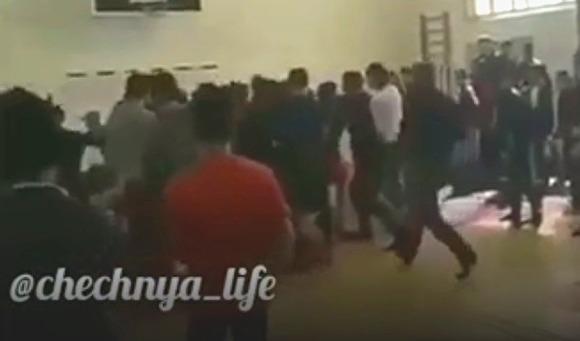 Массовая драка в Чечне на турнире по вольной борьбе попала на видео