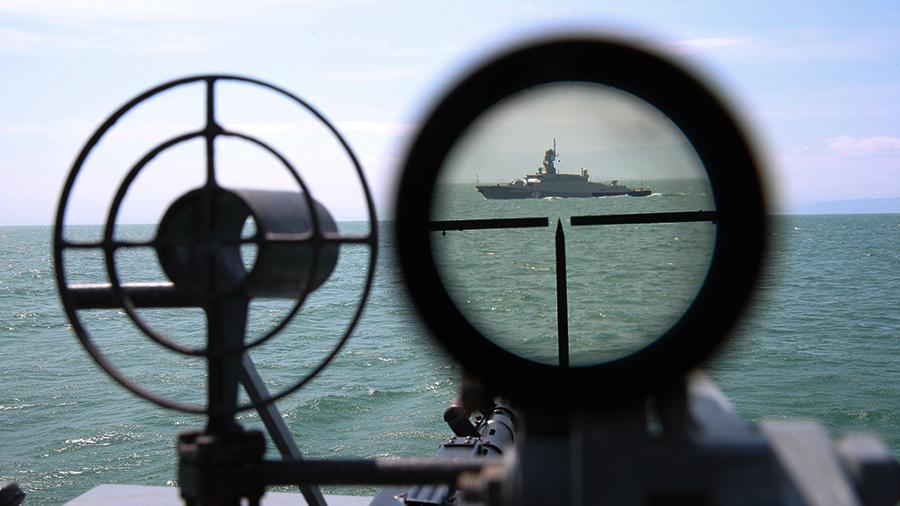 Российские пограничники задержали более 80 граждан КНДР в Японском море после атаки на военныз