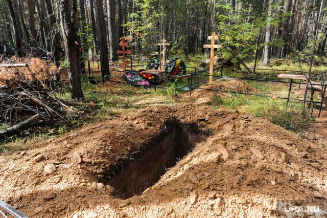 В Астрахани приставы вытащили должника из могилы