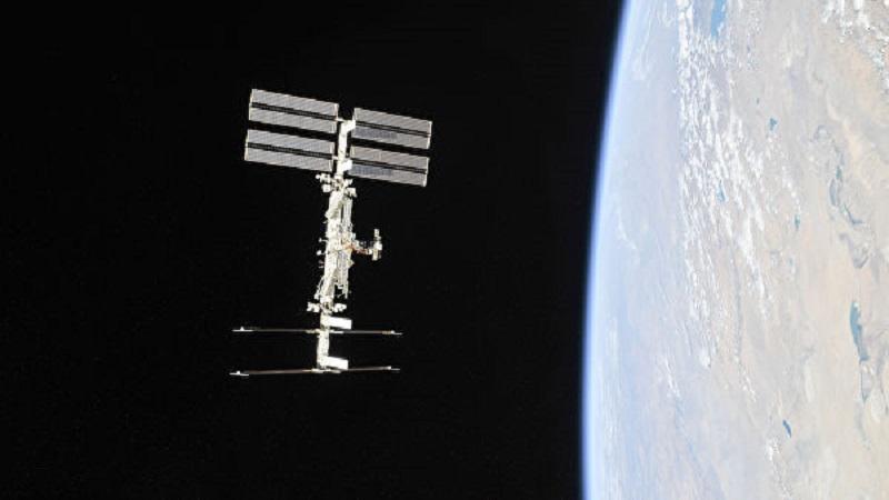 Космонавты забрали полотенце, провисевшее 10 лет в космосе