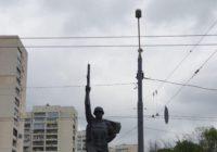 В Харькове молния уничтожила украинский флаг на памятнике Воину-освободителю