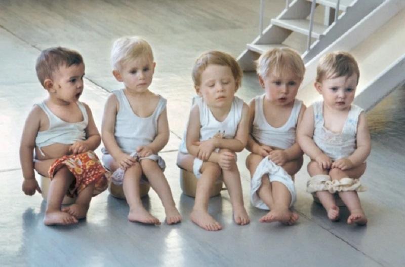 Президент России подписал закон об увеличении детских пособий