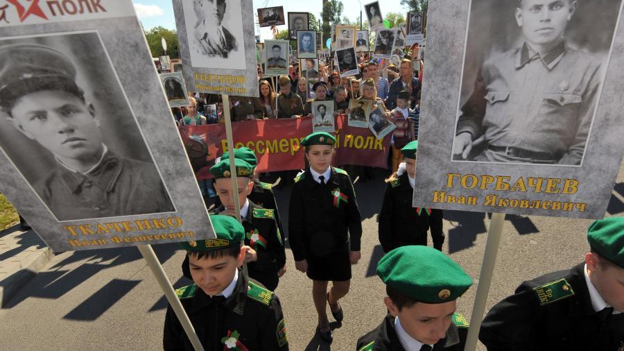 В Кремле обеспокоены отказом в проведении «Бессмертного полка» в Белоруссии и Казахстане