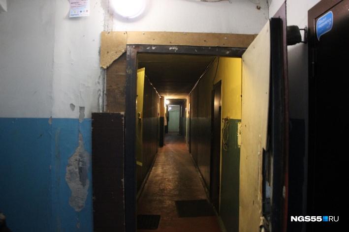 Забила молотком: в Омске школьницу подозревают в убийстве отца