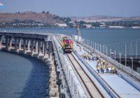 На Крымском мосту проложили первый железнодорожный путь