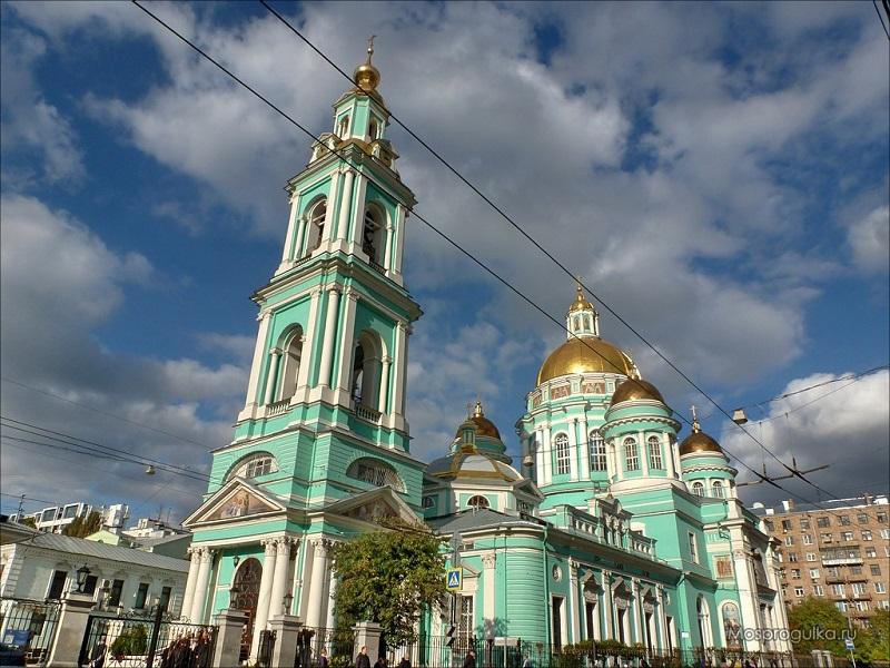 В России православные отмечают родительскую субботу