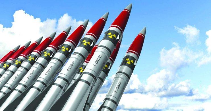 Ядерные арсеналы сверхдержав: число боеголовок сокращается, модернизация сил продолжается
