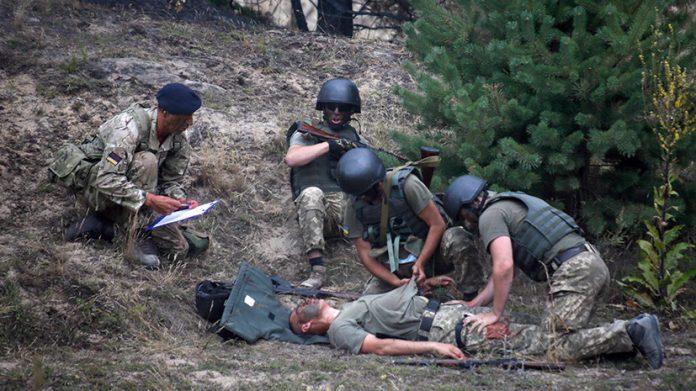 На Западной Украине солдат обучают британские спецназовцы