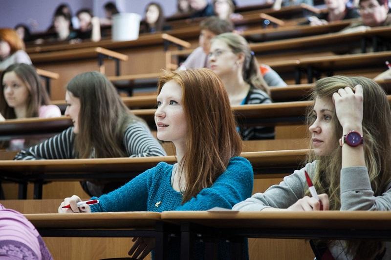Российским студентам будут выдавать электронные дипломы
