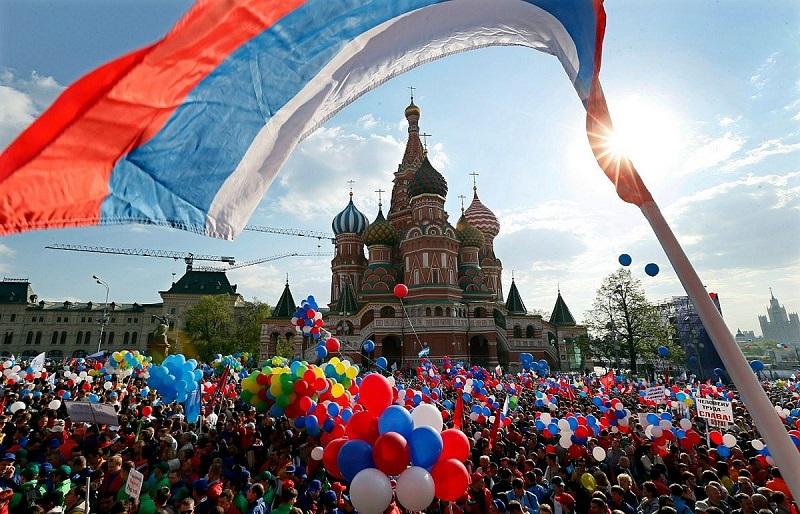 Короткая неделя: россиянам напомнили о трёх выходных