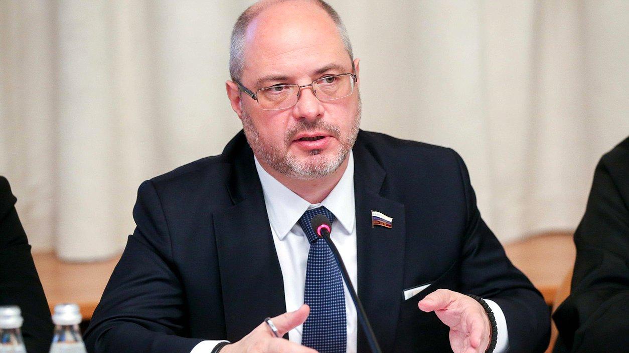 Депутат Госдумы, из-за которого в Тбилиси произошли беспорядки, вновь собирается в Грузию