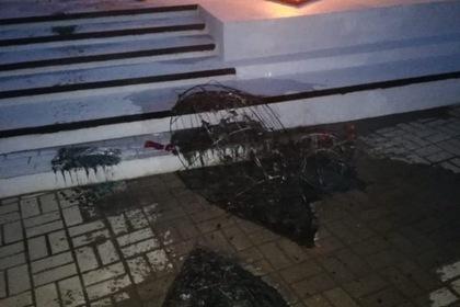 Подросток сжег венки у Вечного огня в Нефтеюганске