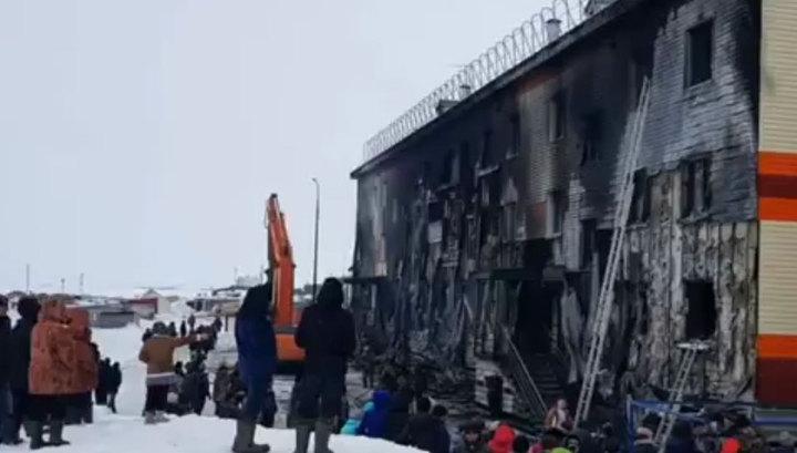 На Ямале сварщик спас двух старушек и ребёнка при помощи экскаватора