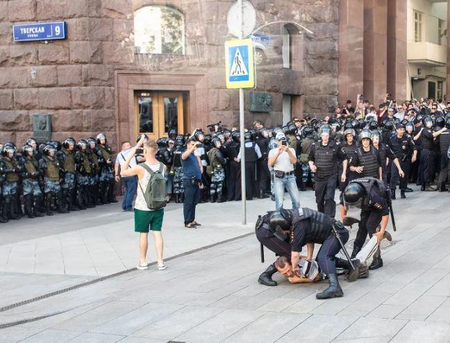 Массовые протесты в Москве: задержаны тысячи активистов
