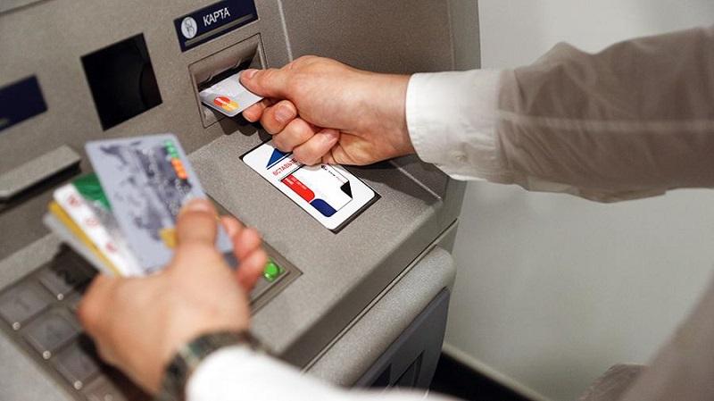 Сбербанк запустит оплату по отпечатку пальца и по лицу