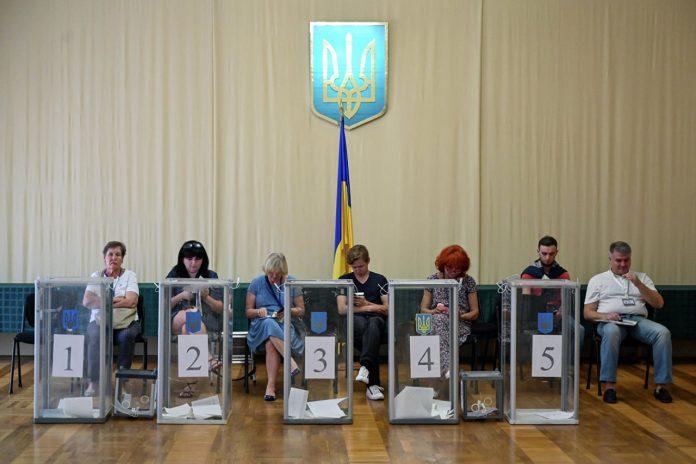 ЦИК Украины обработала треть голосов – в Раду проходят пять партий