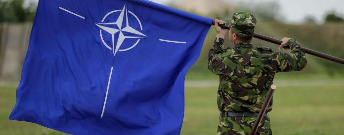 Глава Минобороны Великобритании счел Россию угрозой для НАТО