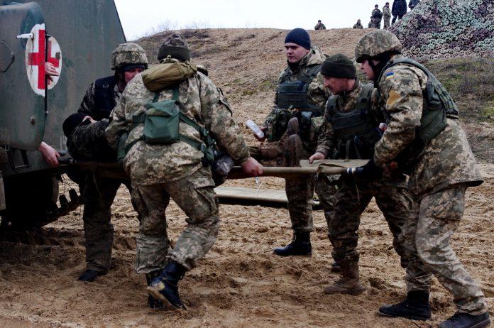 В Донбассе войска Украины и ДНР обстреляли друг друга