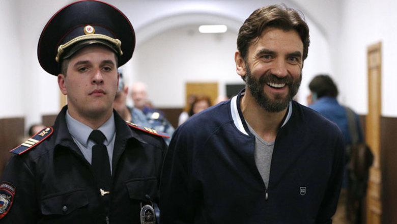Суд снял арест с 19 банковских счетов по делу экс-министра Абызова