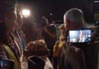 Выбросила каравай: опубликовано видео жены Нетаньяху в Киеве