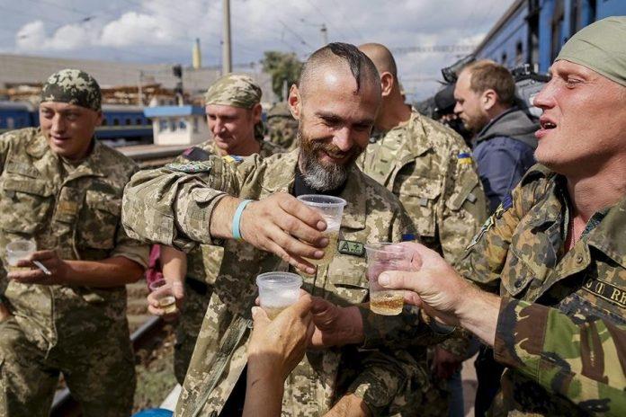 Пьяные украинские боевики ослепили сослуживца