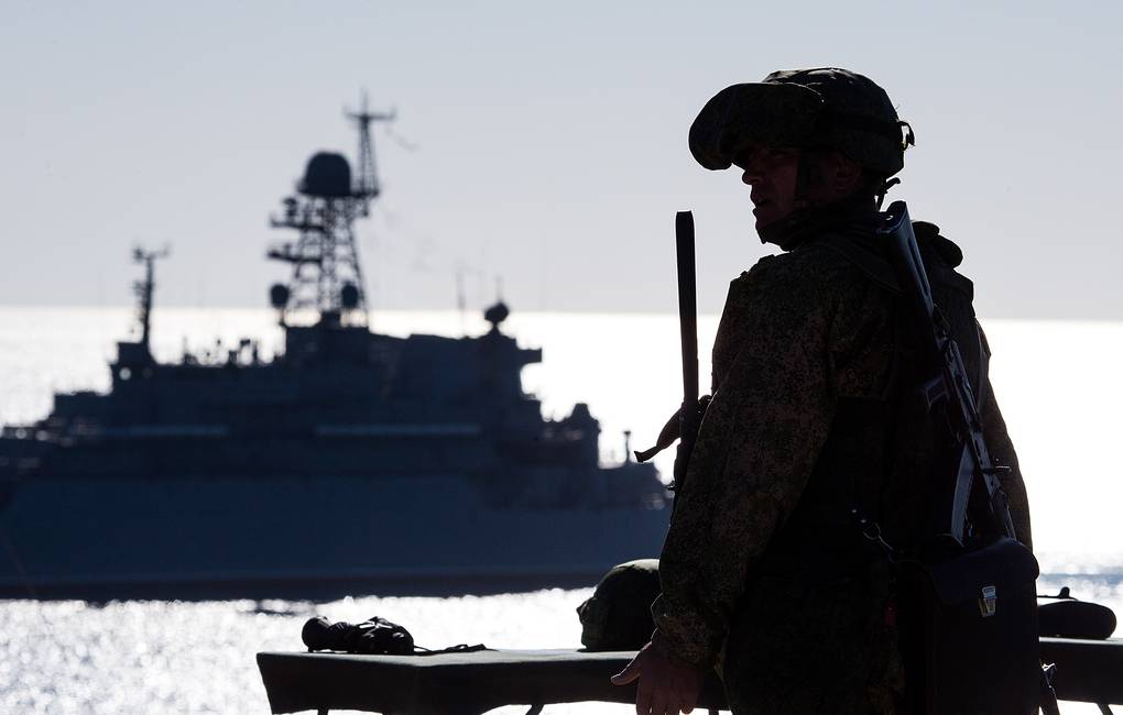 Российские корабли перехватили судно ВМС США в Черном море