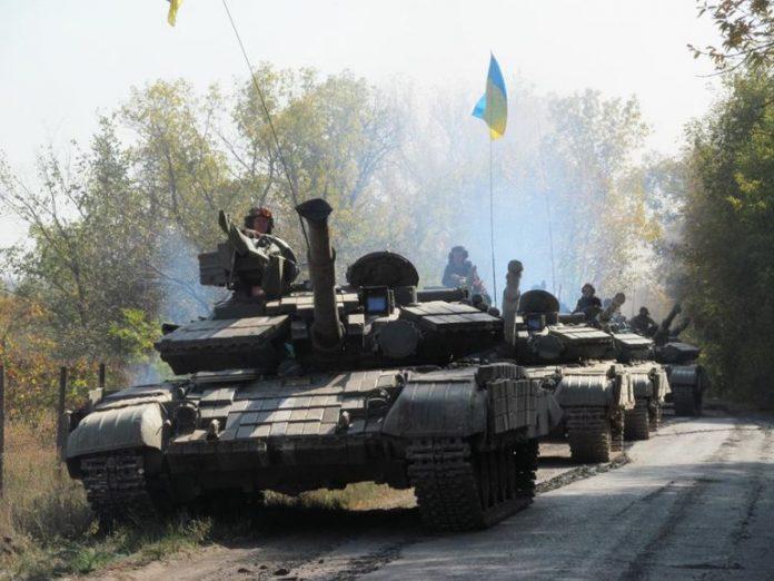 ВСУ разместили танки, САУ и БМП возле жилых домов под Донецком