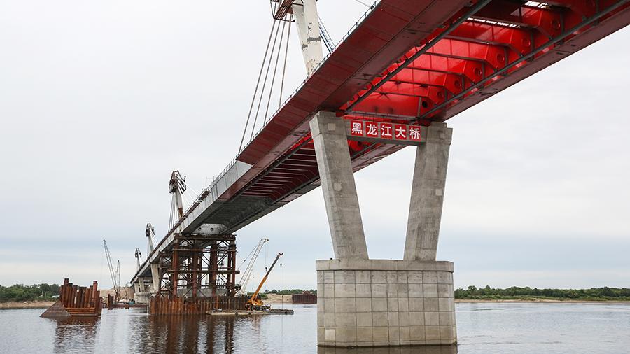 Мост через Амур в Китай достроили в Благовещенске