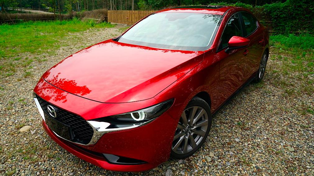 Обновленный седан Mazda 3 наградили званием автомобиля 2019