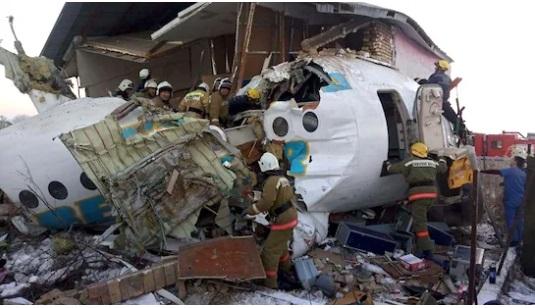 Власти Казахстана рассматривают три версии крушения самолета в Алматы