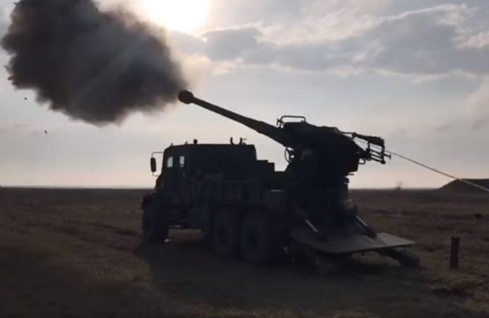 Боевики ВСУ открыли огонь по Старомихайловке после подрыва их «Урала» на мине