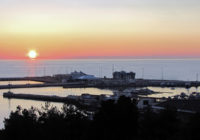Россиянин построил в Черном море мобильный остров из металла