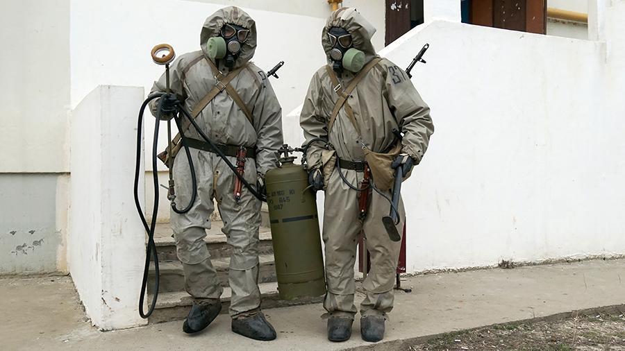 Российские специалисты РХБЗ на учениях отработали борьбу с опасным вирусом