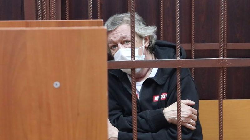 Ефремову стало плохо в суде
