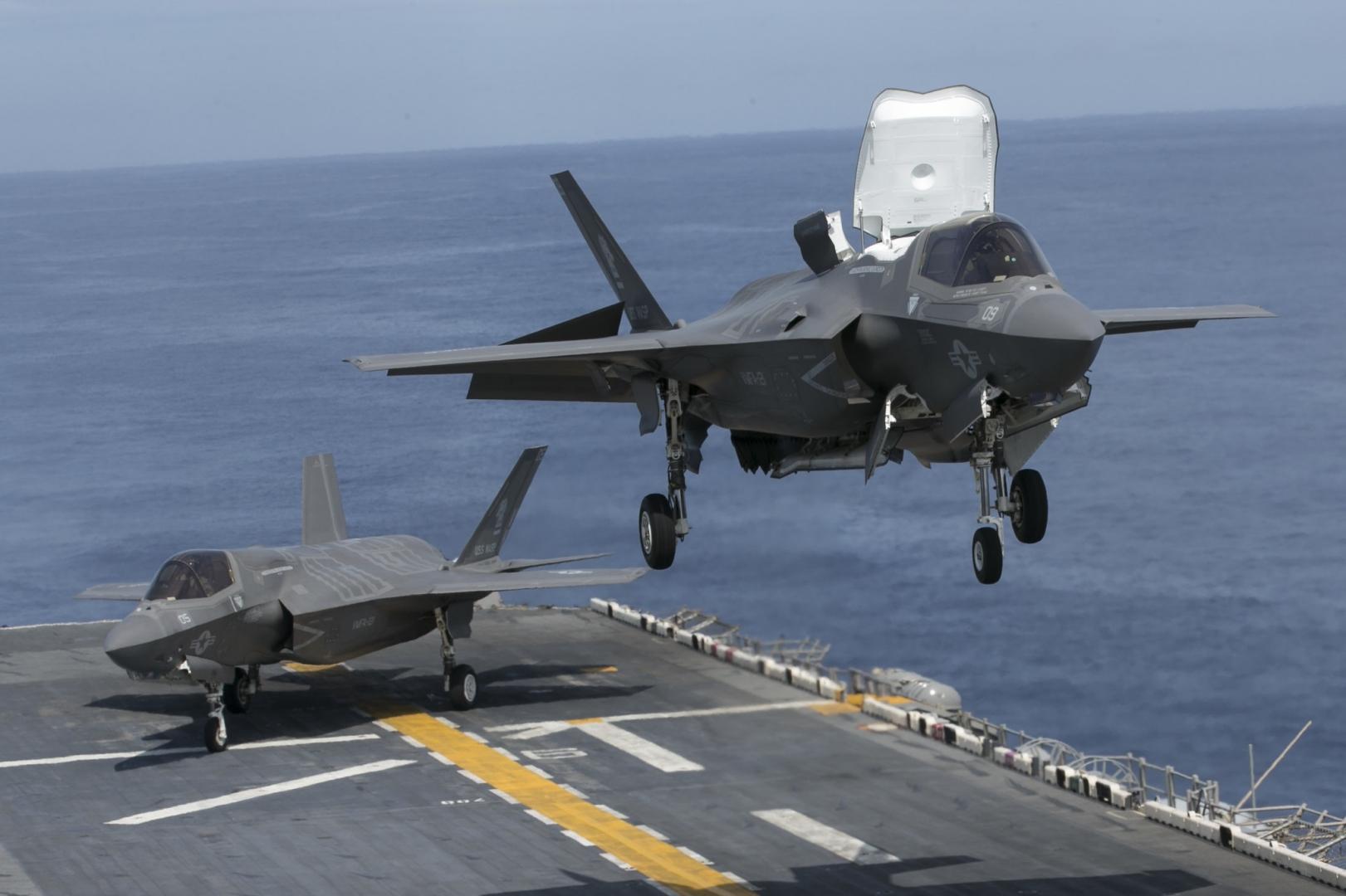 США показали применение ведомого F-35
