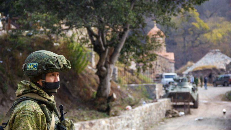 Российский миротворец пострадал при взрыве мины в Карабахе